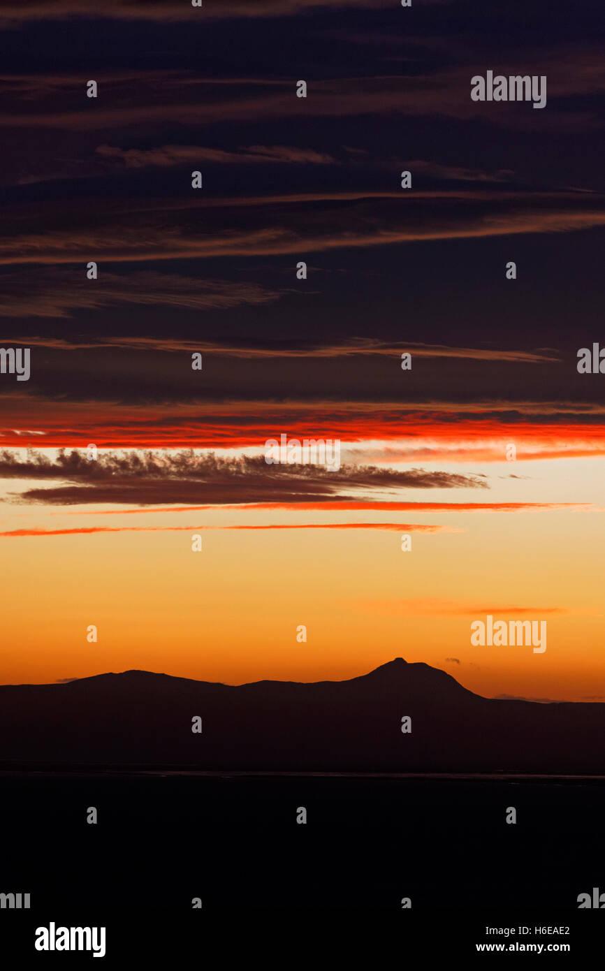 Guardando oltre la Oxarfjord presso sunrise, Nordest Islanda, Atlantico del Nord, Europa Immagini Stock
