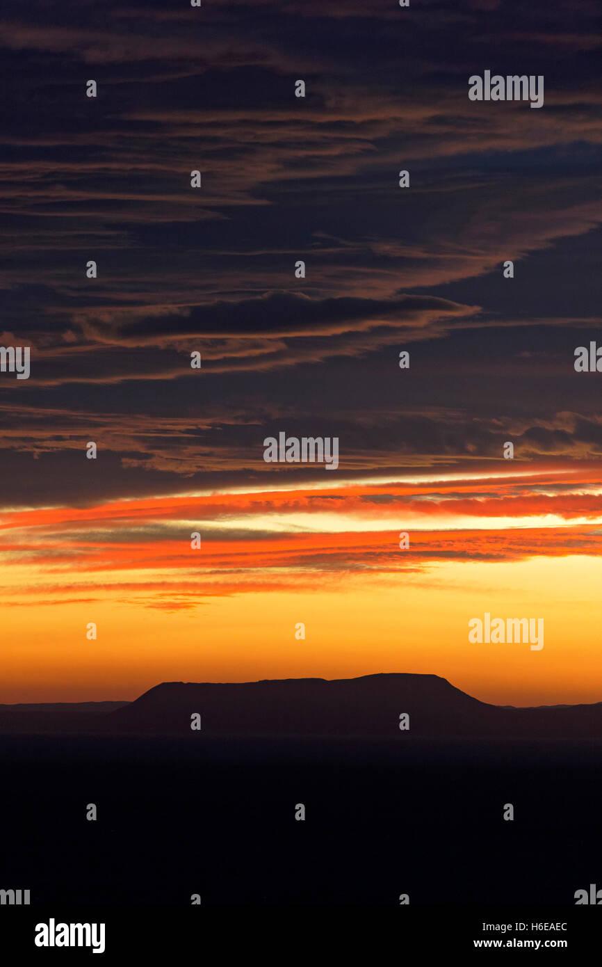 Guardando al di sopra della pianura Öxarfjördur, all'alba, Nordest Islanda, Atlantico del Nord, Europa Immagini Stock