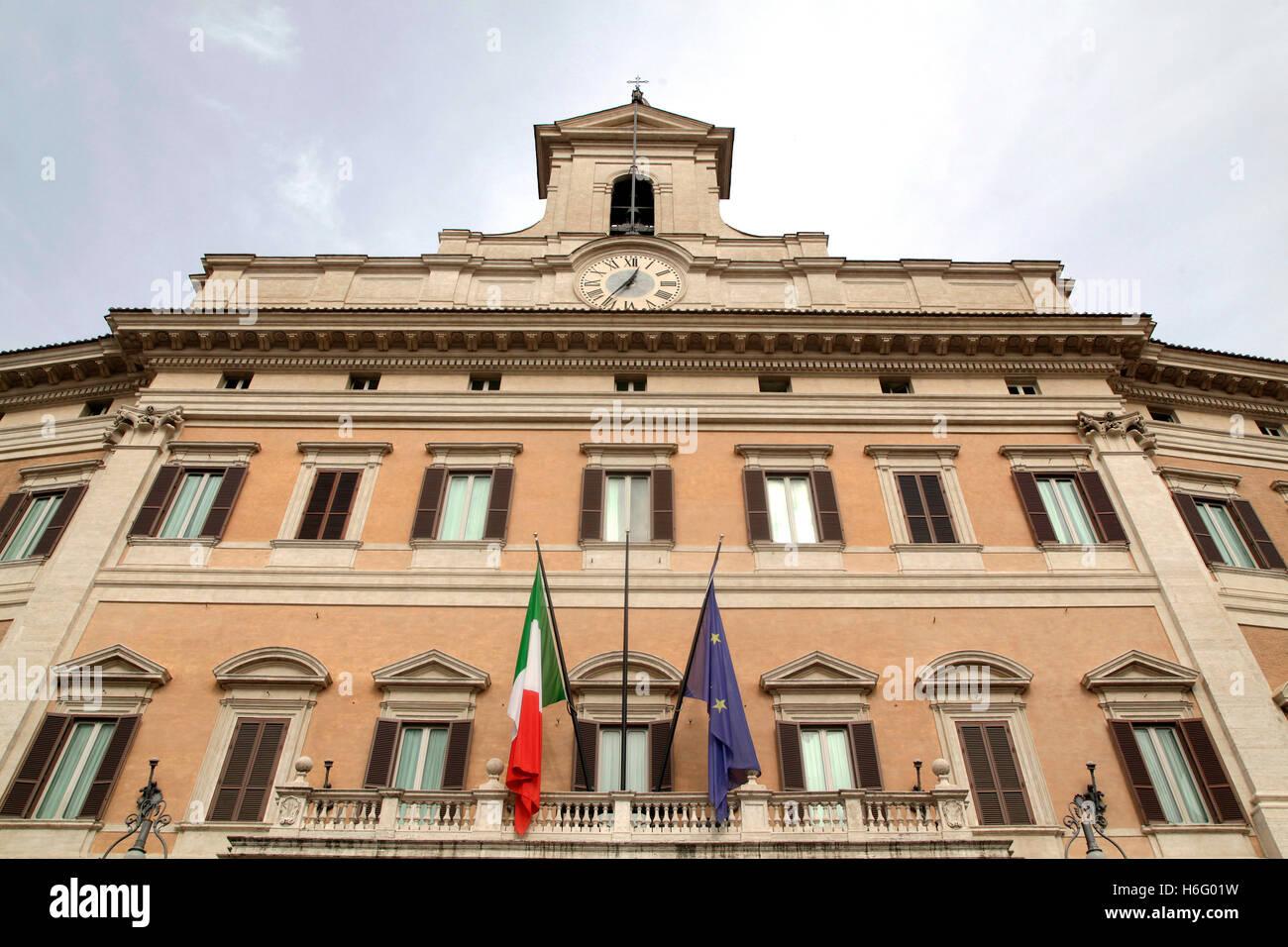 Palazzo Montecitorio di un palazzo di Roma e la sede della Camera dei  Deputati italiana Foto stock - Alamy