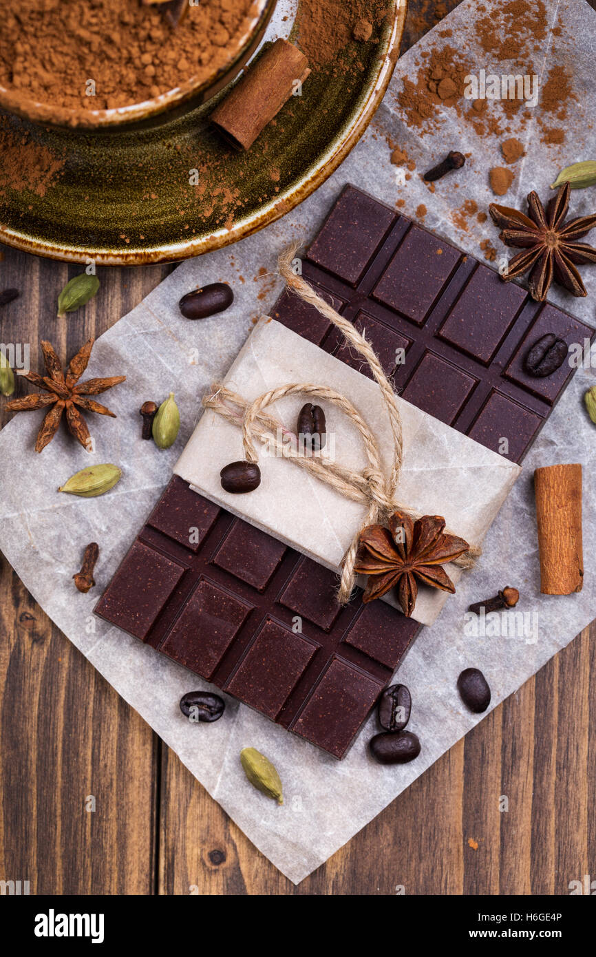 Cioccolato speziato bar con caffè in grani Immagini Stock