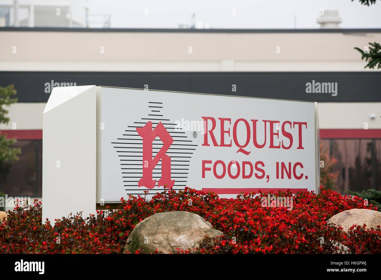 Un logo segno al di fuori della sede della richiesta di alimenti, Inc., in Olanda, Michigan, il 16 ottobre 2016. Immagini Stock