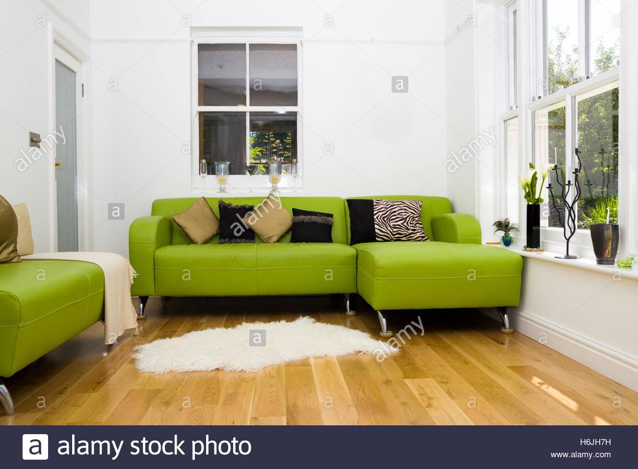 Pareti Salotto Verde : Colore pareti con divano verde arredare il soggiorno con un