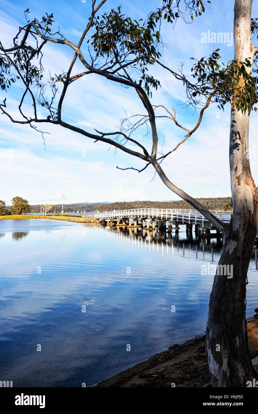 Vista panoramica del lago Wallaga vicino Bermagui, Nuovo Galles del Sud, NSW, Australia Immagini Stock