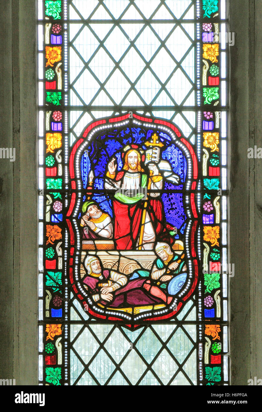 La risurrezione di Gesù Cristo, guardie romane, vetrata, 1860, Fakenham, Norfolk, Inghilterra vittoriana, Immagini Stock