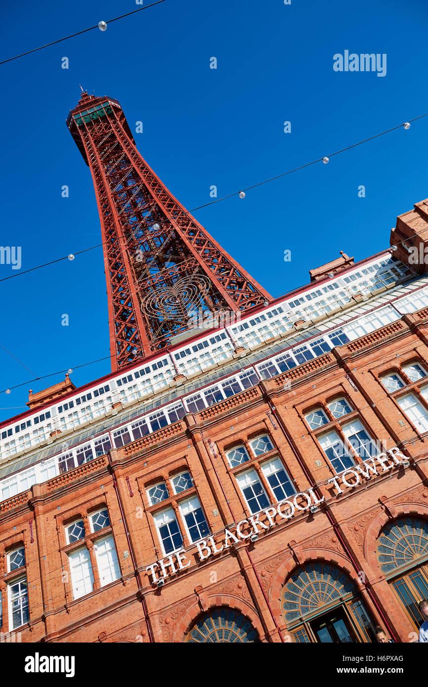 La Blackpool Tower struttura vacanza landmark sea side town resort Lancashire attrazioni turistiche tower copyspace Immagini Stock