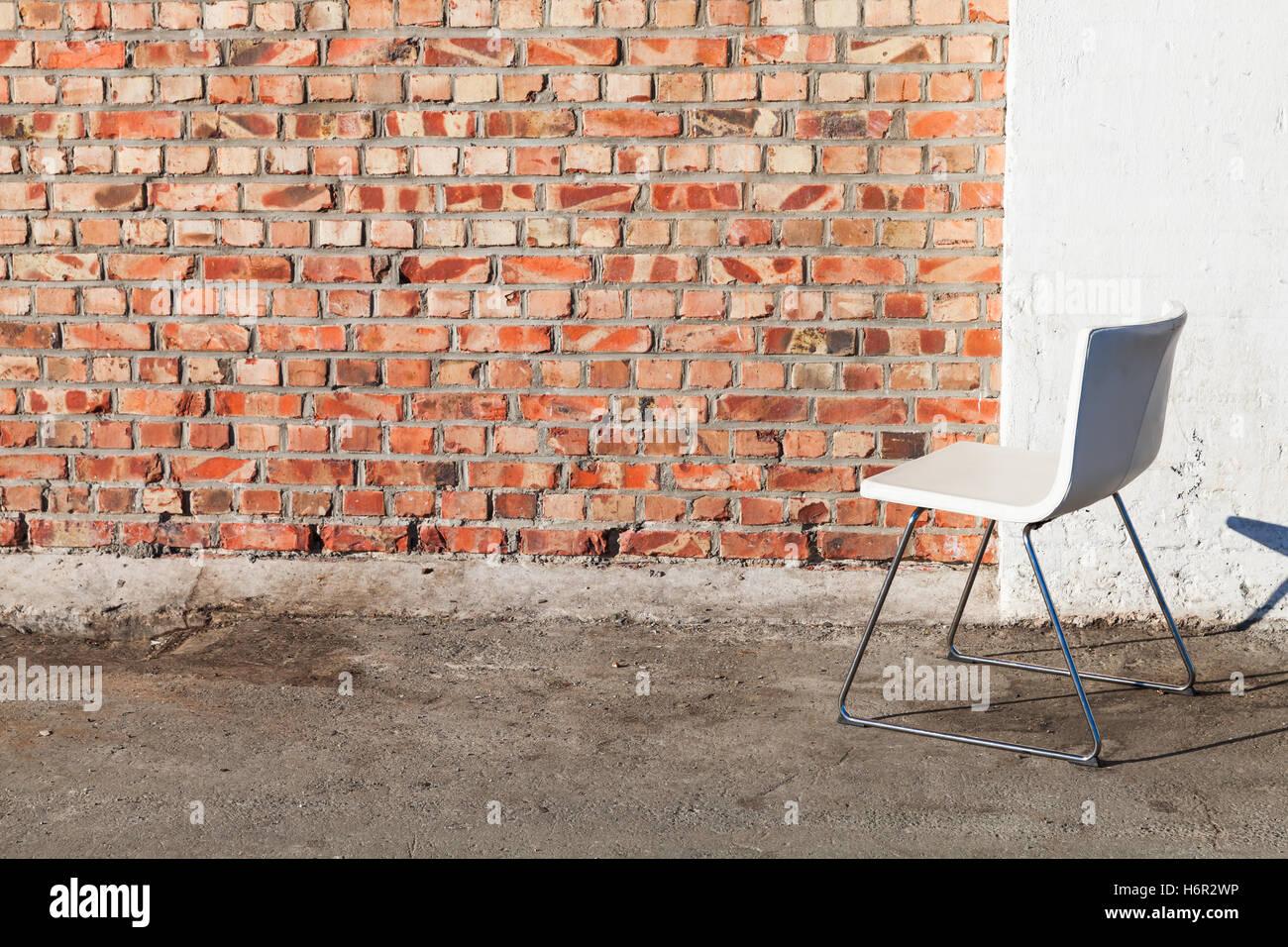 Ufficio Pavimento Grigio : Abstract interno vuoto sfondo bianco sedia per ufficio sorge su