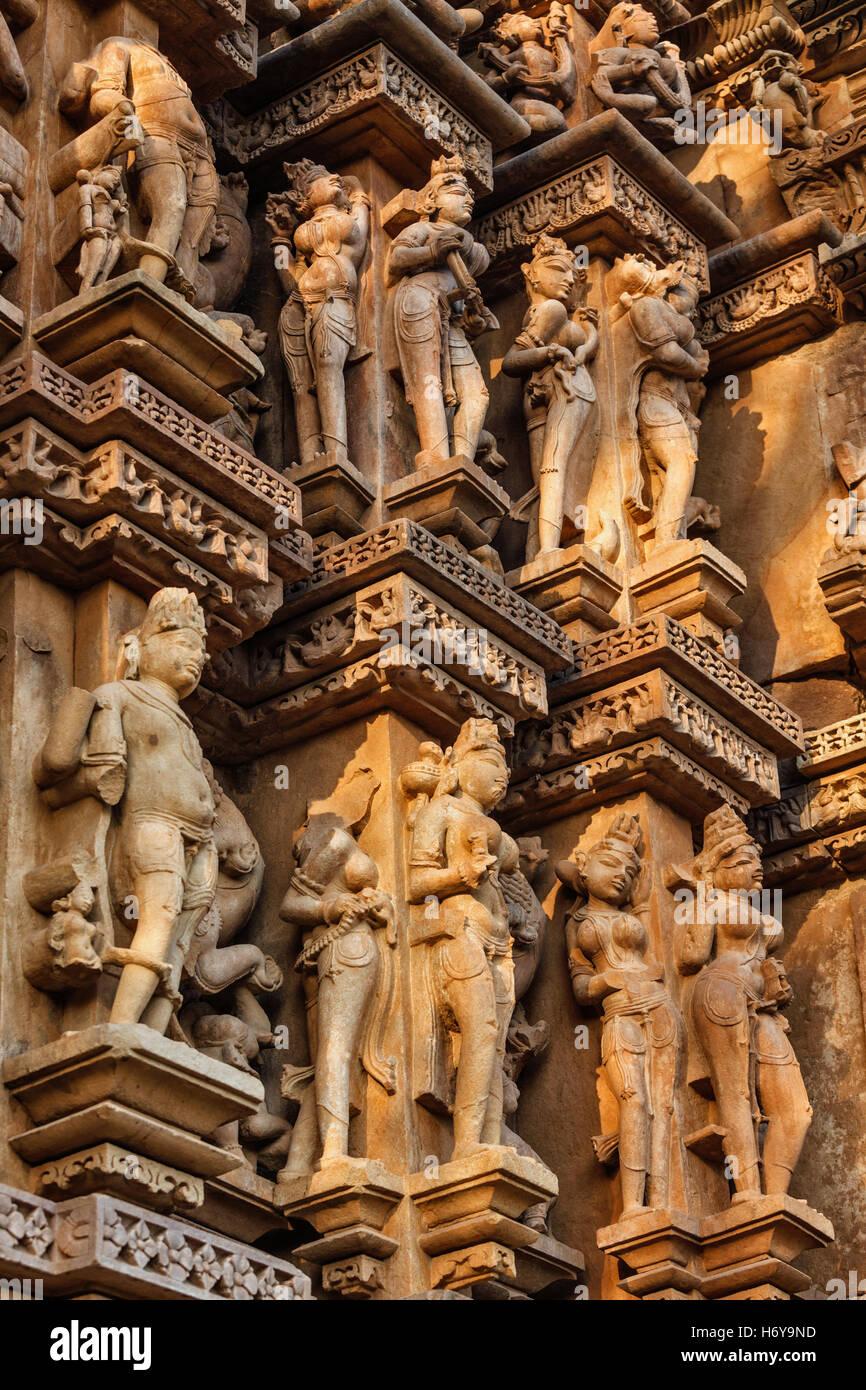 Celebri sculture dei templi di Khajuraho, India Immagini Stock