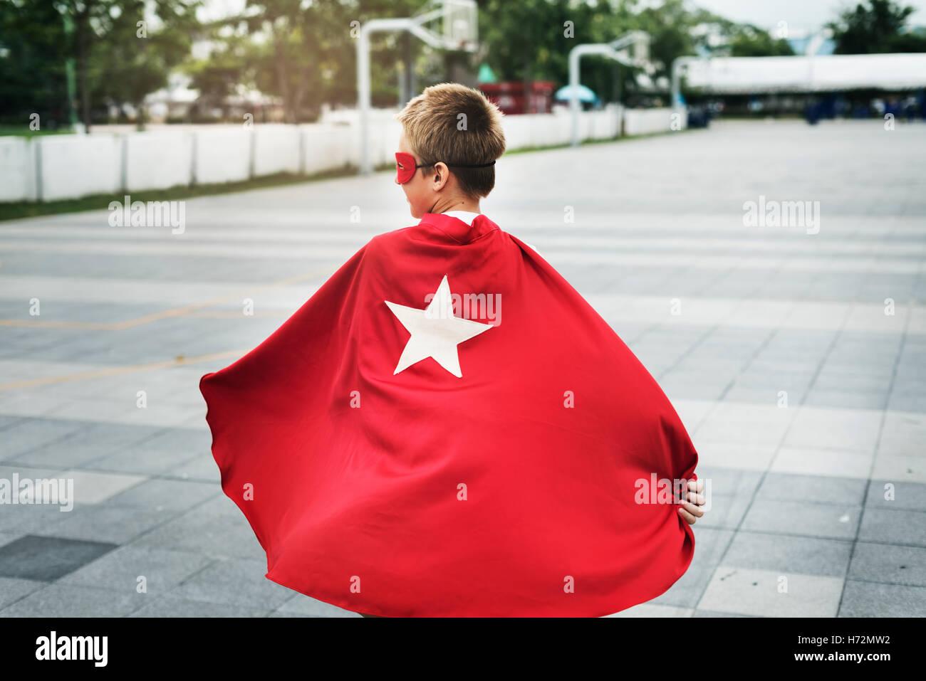 Il supereroe Boy immaginazione libertà felicità Concept Immagini Stock