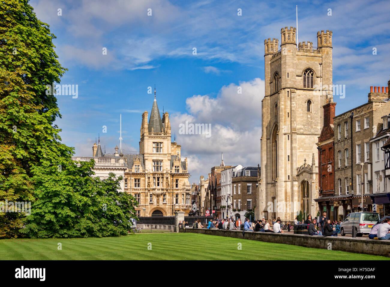 Kings Parade, Cambridge, all'inizio dell'autunno. Grande chiesa di Santa Maria, il Trinity College, il Senato Immagini Stock