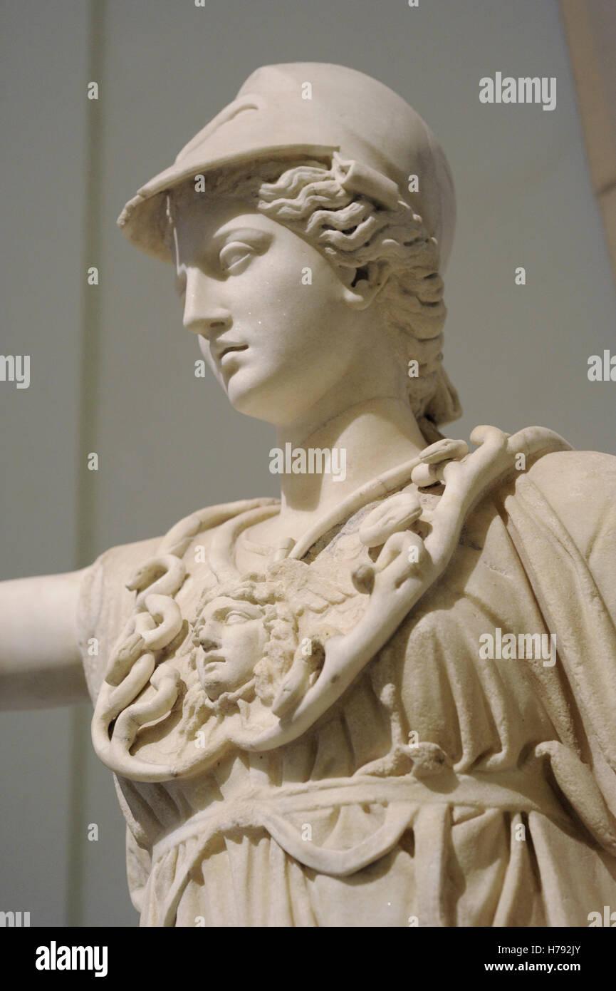 Athena. Dea della antica religione greca. Ii secolo D.C. Statua. Museo Archeologico Nazionale di Napoli, Italia. Immagini Stock