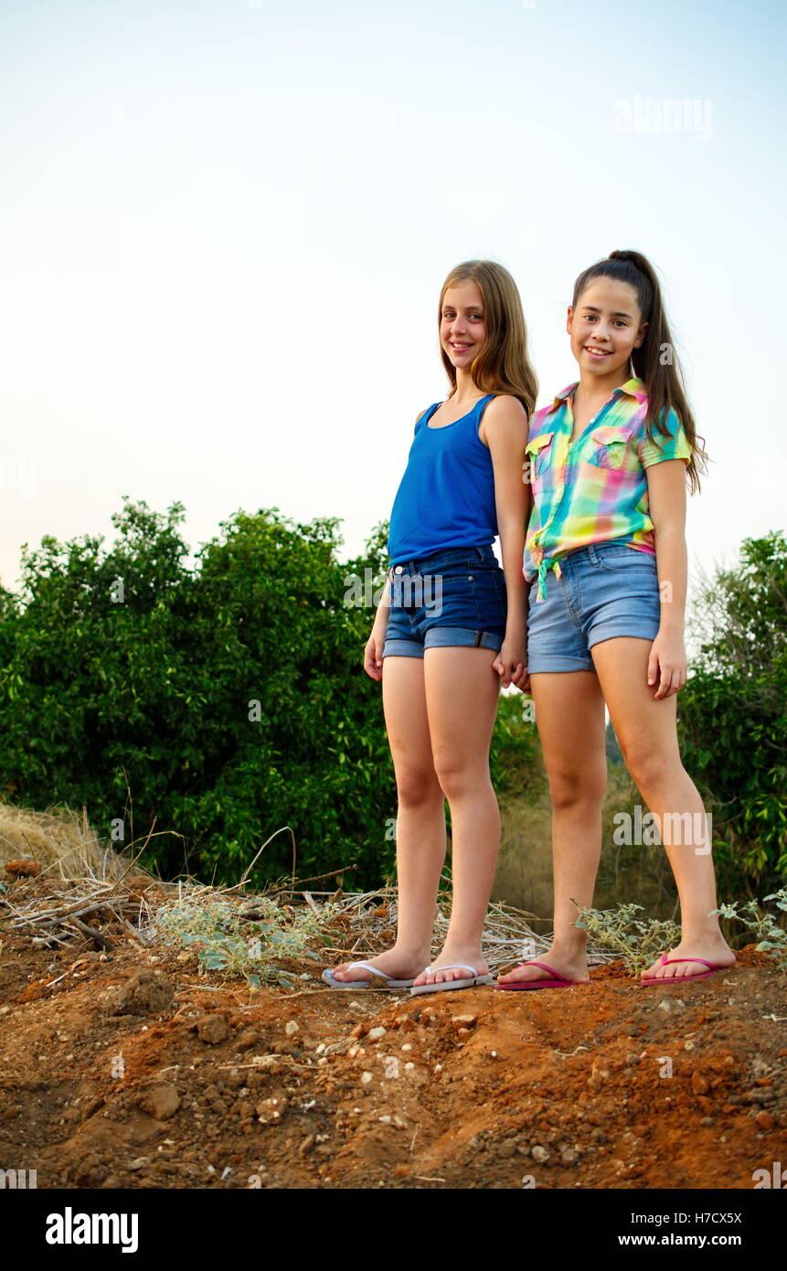 separation shoes 5416c 8c959 Migliori amici per sempre - due, 12 anni, ragazze ...