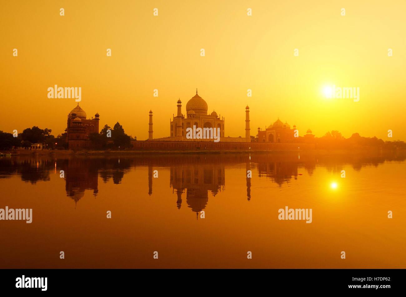 Taj Mahal dal fiume Yamuna view Immagini Stock