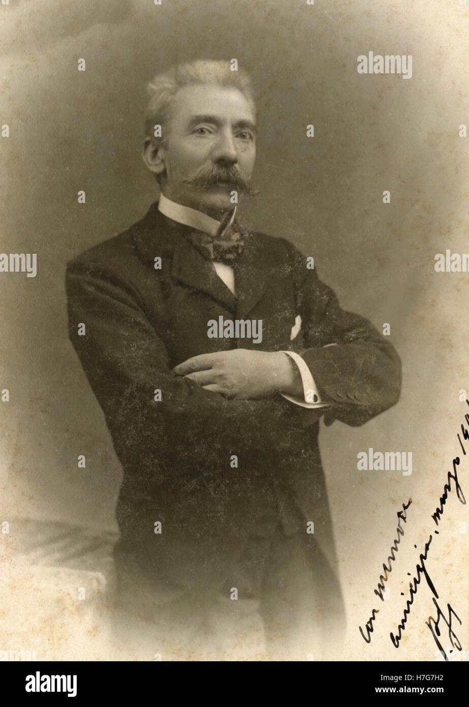 Ritratto di uomo con lunghi baffi 5940e3eb17ad
