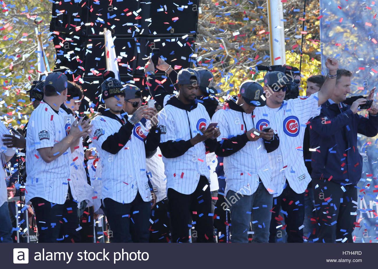 Chicago, Stati Uniti d'America. 4 Novembre, 2016. Chicago Cubs giocatori appassionati di indirizzo durante un Immagini Stock