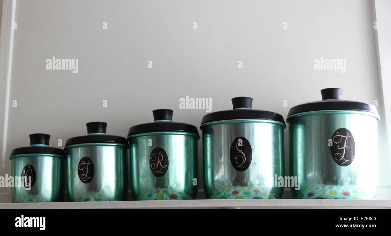 Set di colorate anodizzate antichi barattoli da cucina Foto ...