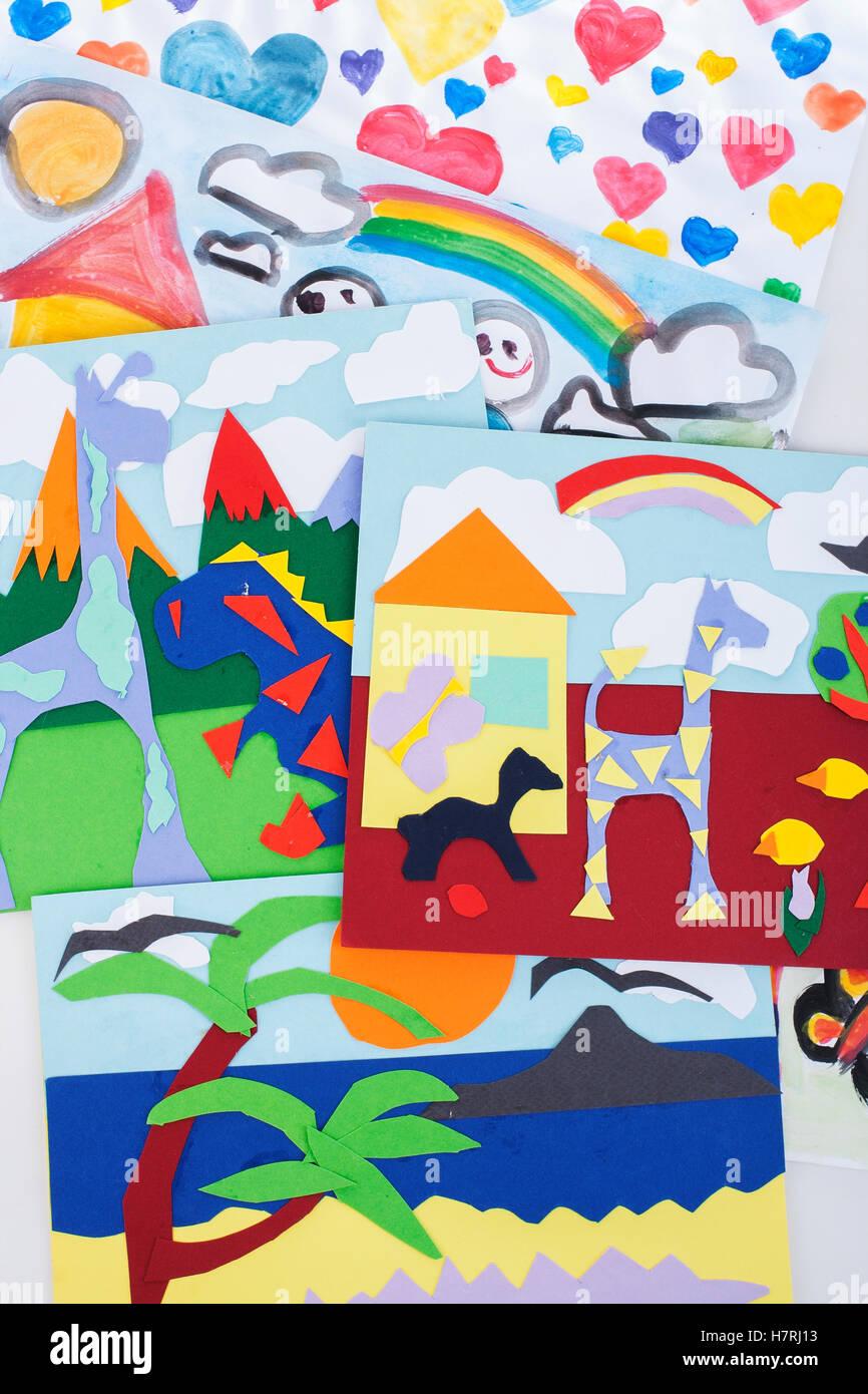 Bambini Disegno Di Pittura E Collage Di Carta Colorata Bel Bambino