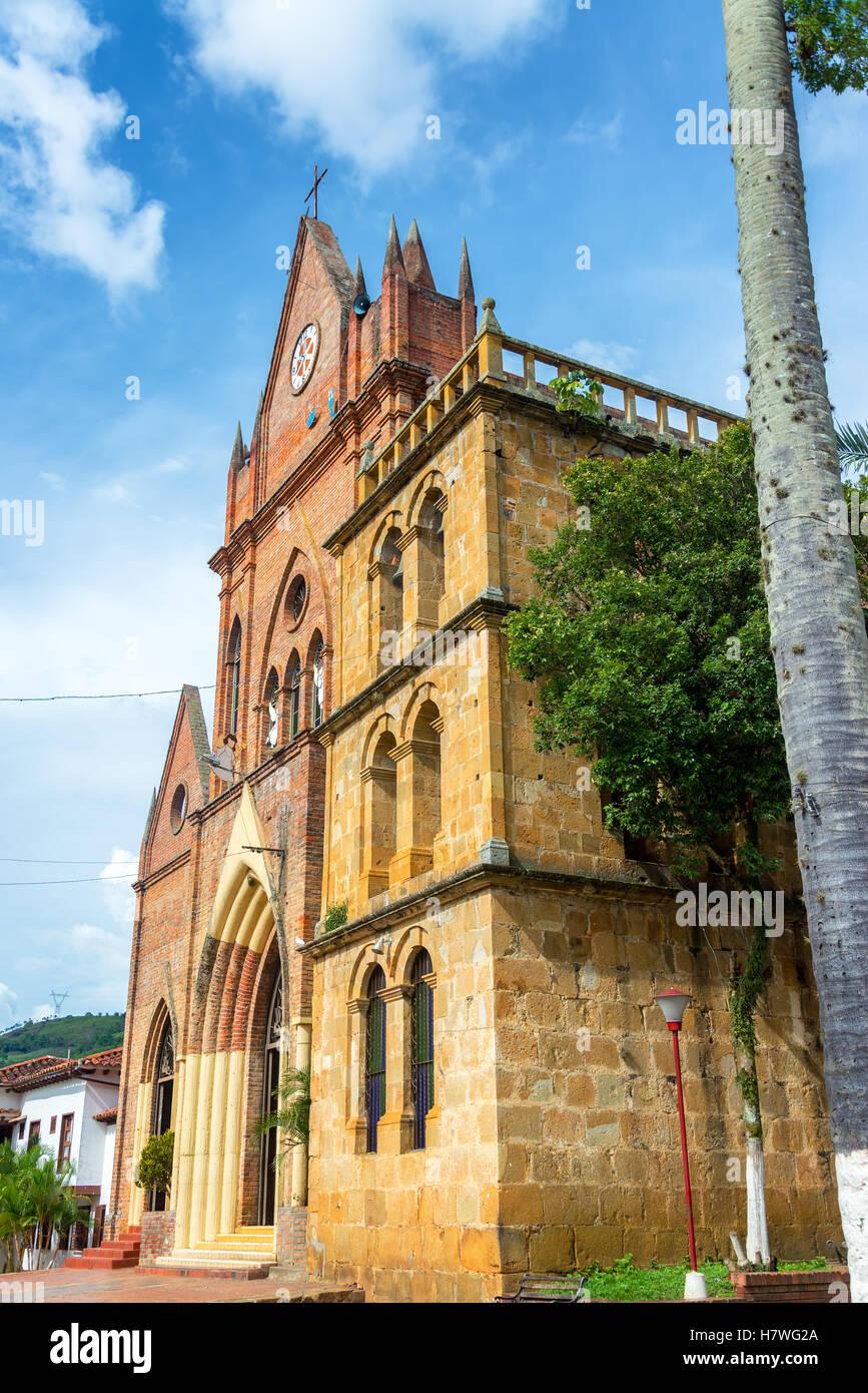 Chiesa nella piccola città di Valle de San Jose a Santander, Colombia Immagini Stock