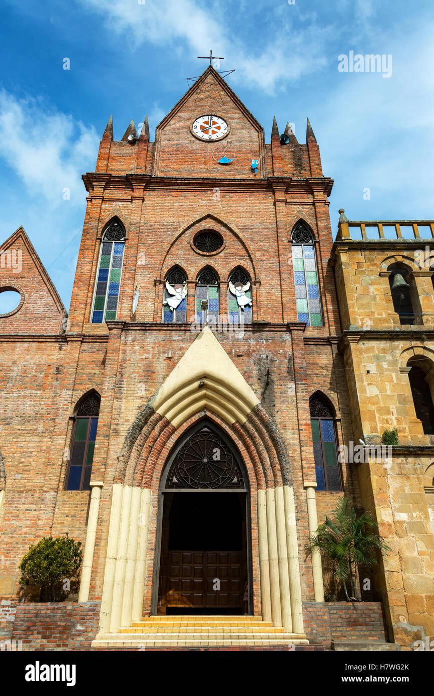 Chiesa di mattoni nella piccola città di Valle de San Jose a Santander, Colombia Immagini Stock