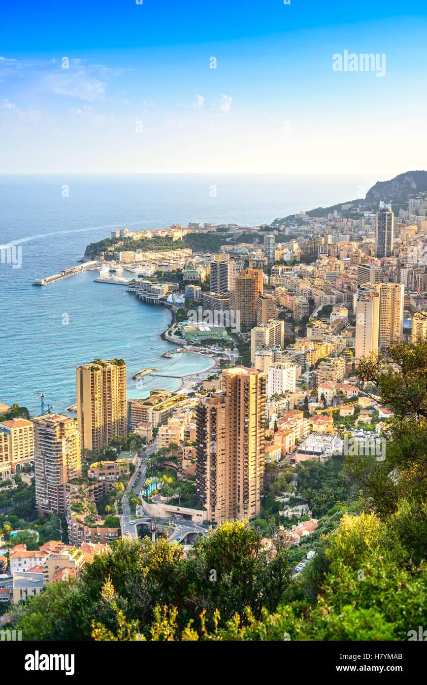 Monaco Montecarlo cityscape, principato vista aerea. Grattacieli, montagne e marina. Costa Azzurra. In Francia, Immagini Stock