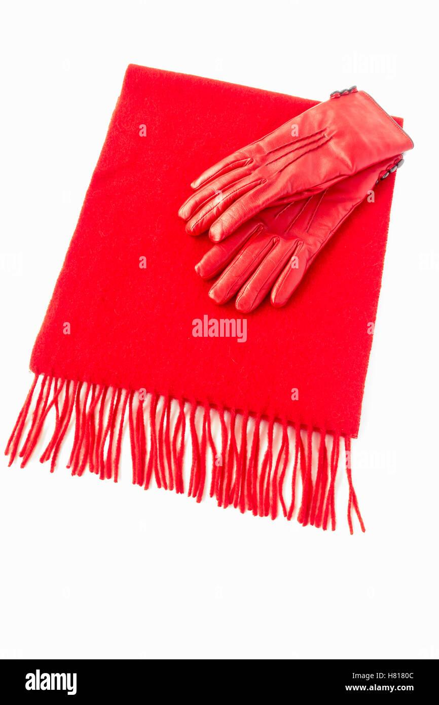 Lussuoso Cashmere sciarpa e guanti in pelle di colore rosso Immagini Stock c4fa6dd41dd3