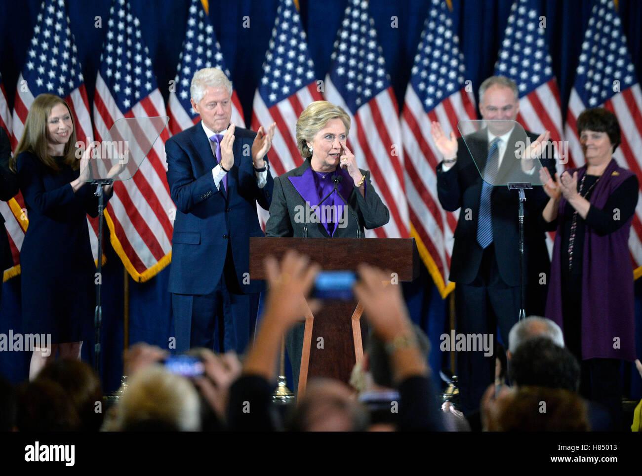 Candidato presidenziale democratico Hillary Clinton offre il suo discorso di concessione mercoledì, dal New Immagini Stock