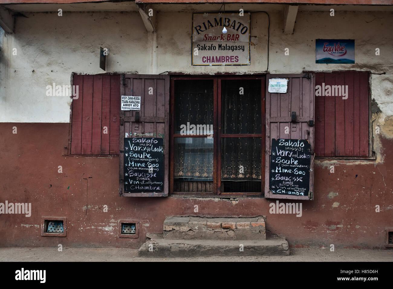 Ingresso di un ristorante economico ( Madagascar) Immagini Stock