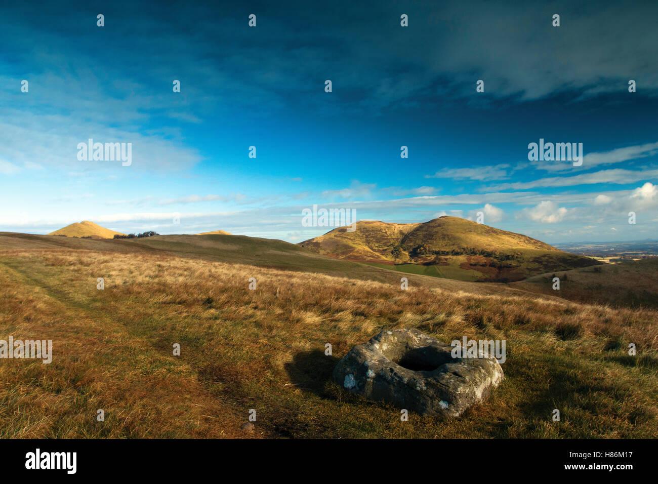 Il Font di pietra e Scotti Legge da monaci Rig, Pentland Hills, Pentland Hills Regional Park, Lothian Immagini Stock