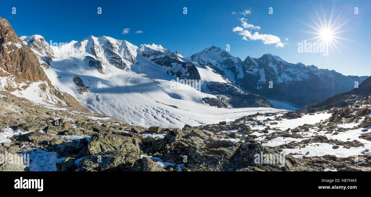 Piz Palu e Piz Bernina dal Diavolezza Bernina Alpi, Grigioni, Svizzera. Immagini Stock