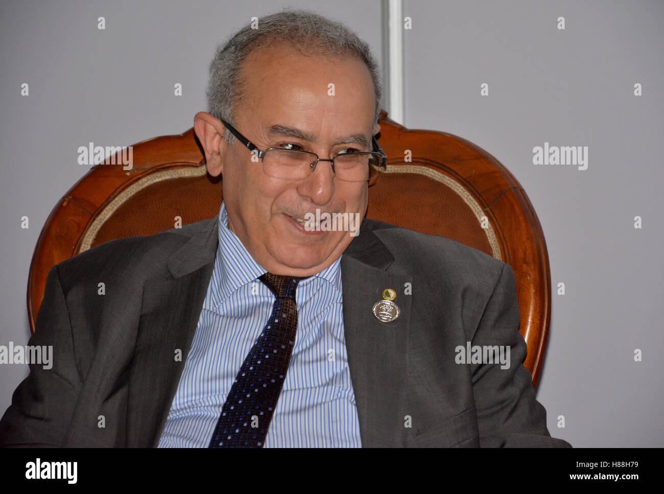 Il ministro degli Affari esteri dell'Algeria, Ramtane Lamamra durante la riunione Immagini Stock