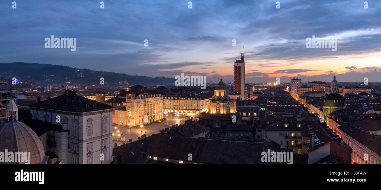 Torino (Torino) ad alta definizione scenic panorama con fantastica luce Foto Stock