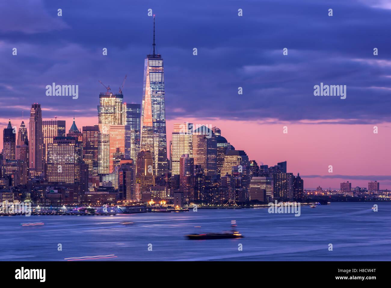 New York skyline della città sul fiume Hudson. Immagini Stock