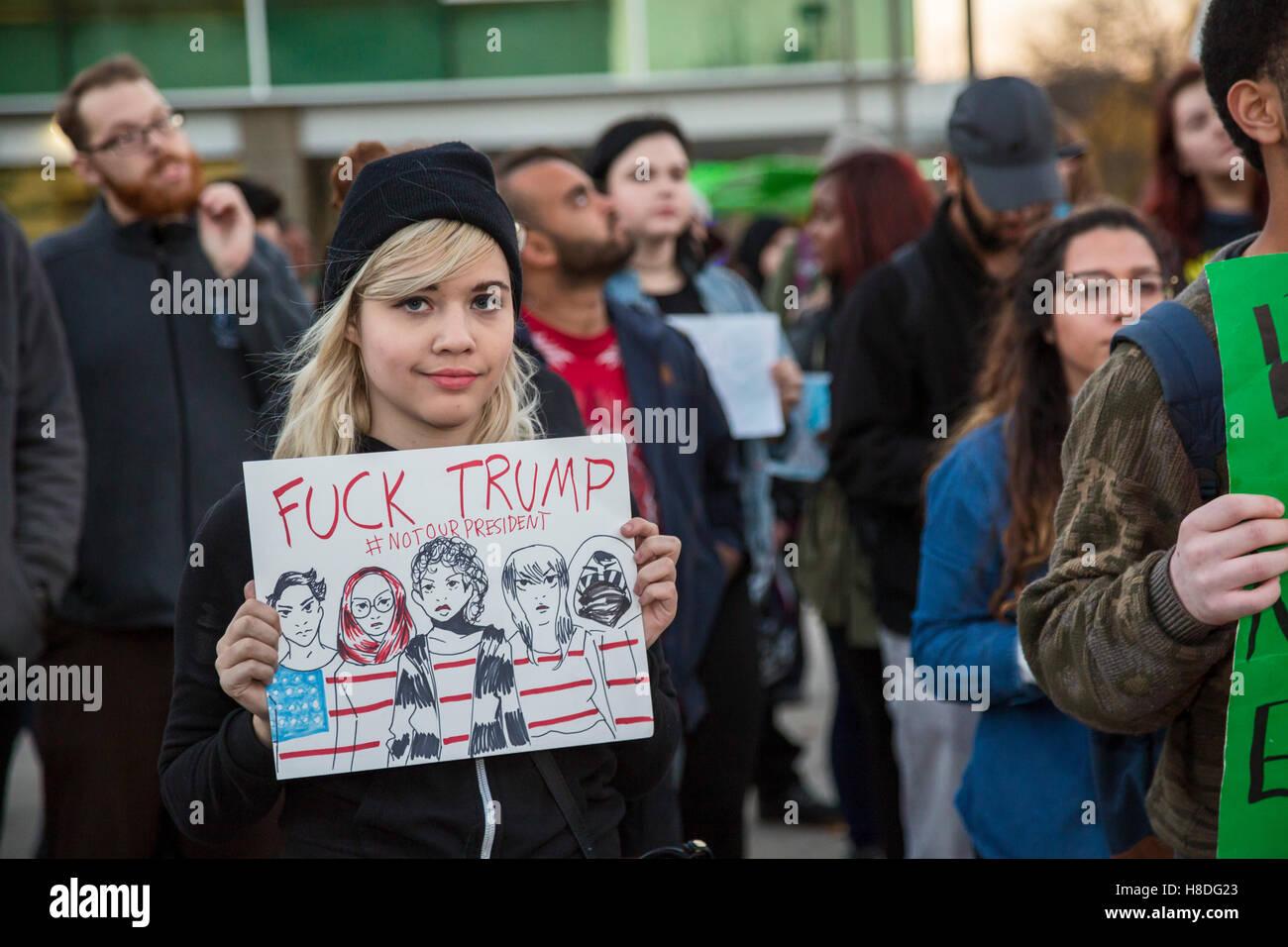Detroit, Michigan, Stati Uniti d'America. 10 Novembre, 2016. Gli studenti presso la Wayne State University protestare Immagini Stock