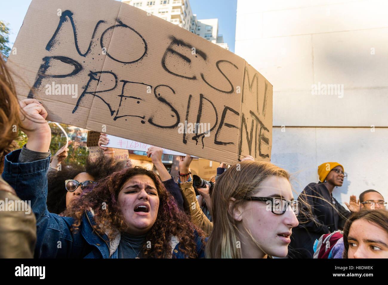 New York, Stati Uniti d'America 11 Novembre 2016 - Tre giorni dopo le elezioni presidenziali di circa 4000 supporta Foto Stock