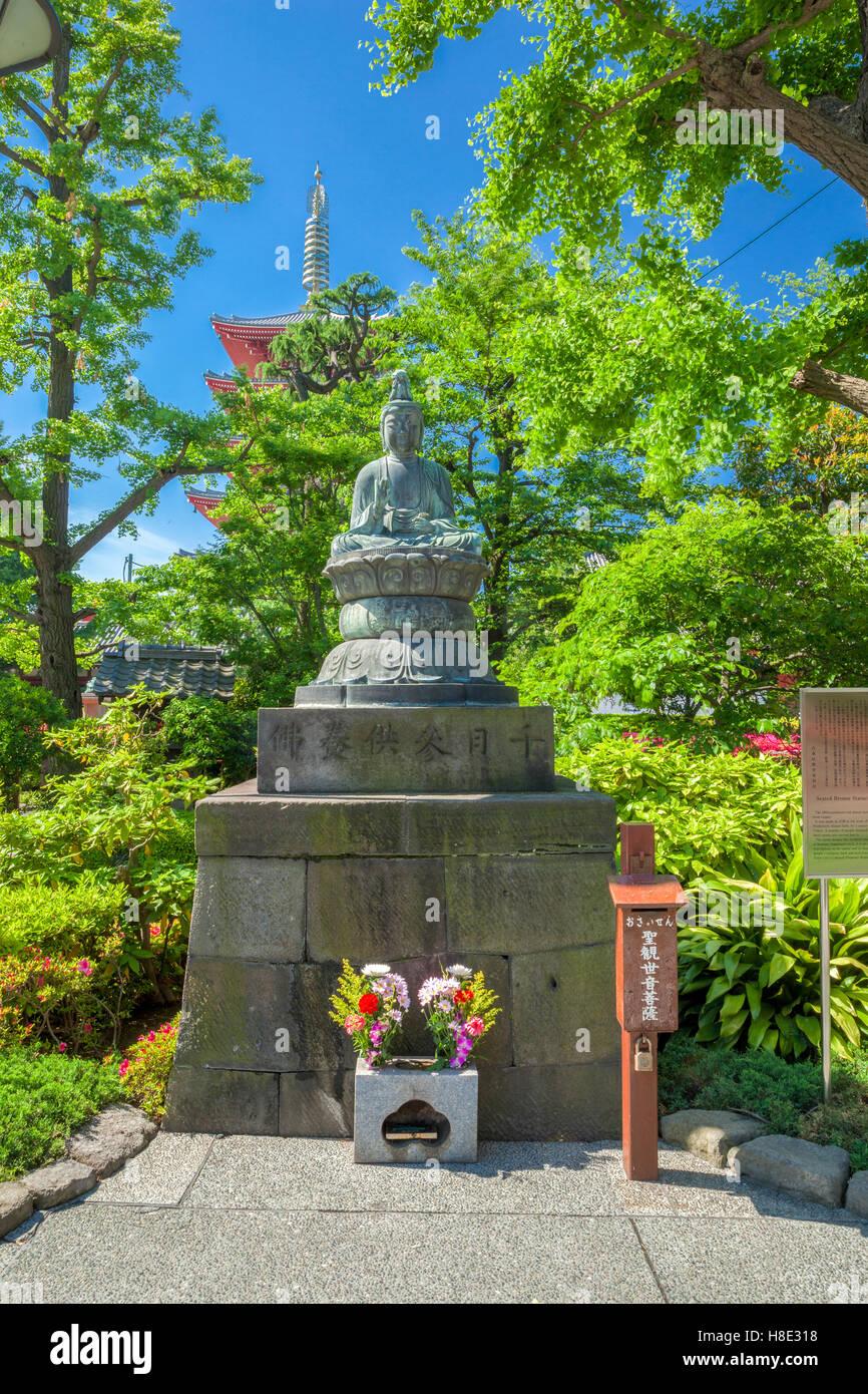 Una statua di Buddha nel Tempio di Asakusa, Tokyo, Giappone Immagini Stock