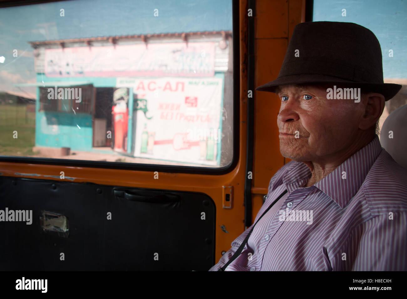 Kyrgyzstan - immagini - Persone di viaggio in Asia centrale Immagini Stock