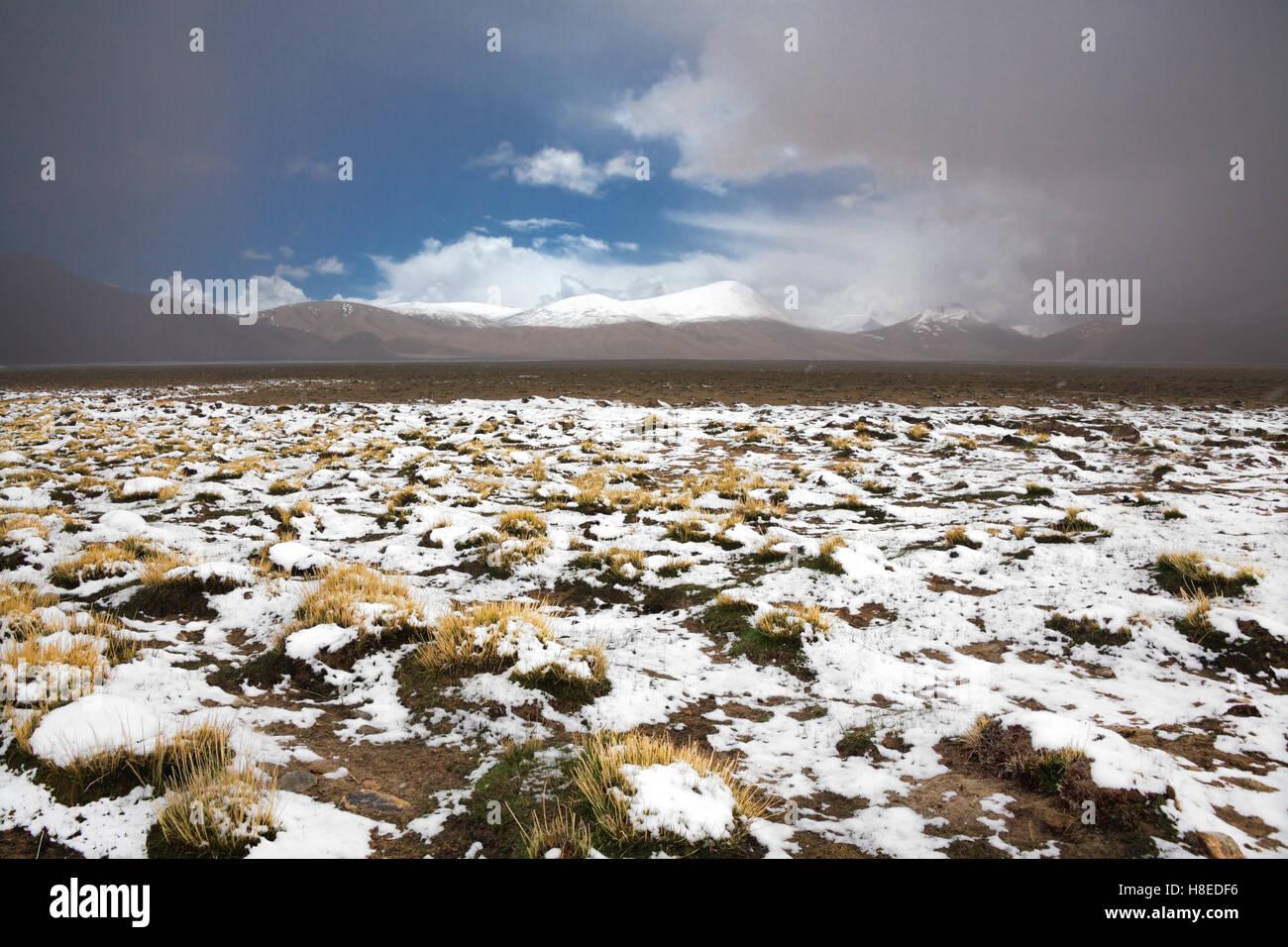 Paesaggio vicino Lago Karakul - Pamir - T ajikistan - GBAO provincia - sul tetto del mondo Immagini Stock