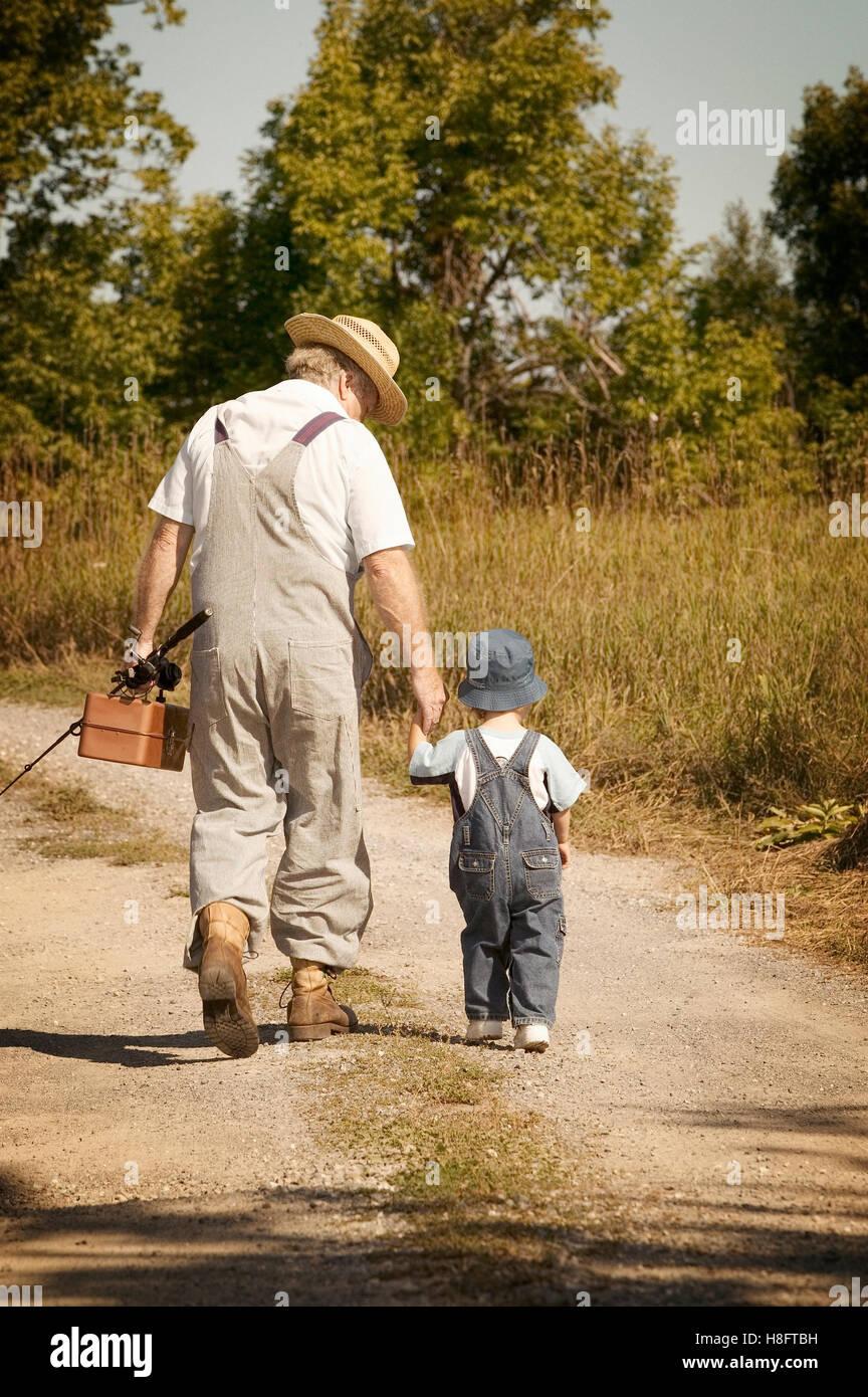 Nonno e nipote andare a pesca Foto stock - Alamy