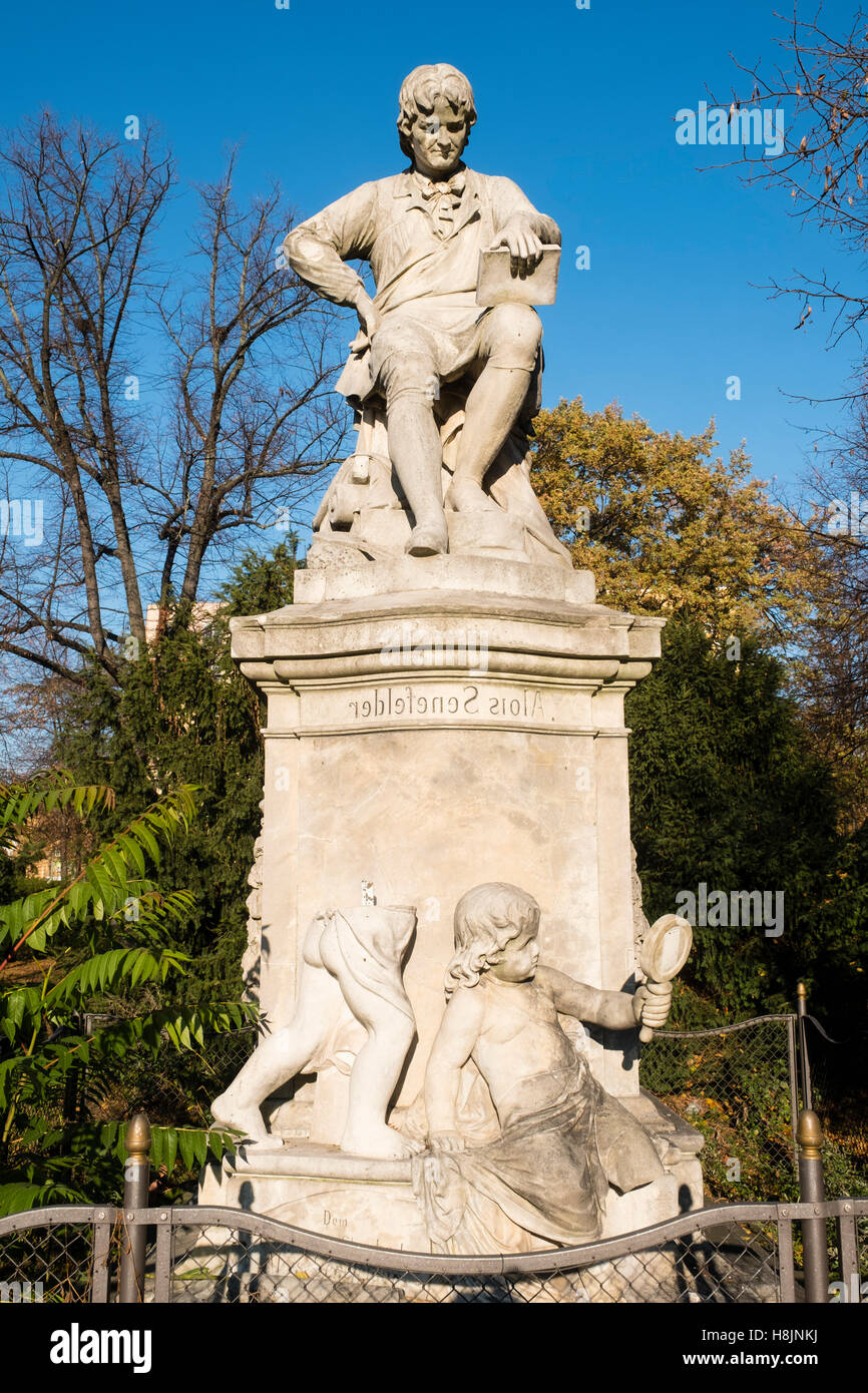 Statua di Alois Senefelder, inventore della tecnica di stampa di litografia , a Senefelder Platz a Berlino, Germania Immagini Stock