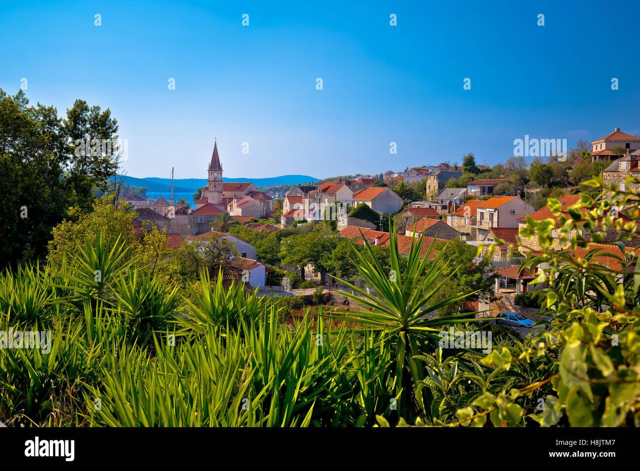 Città di Milna vista della costa, Isola di Brac Dalmazia, Croazia Immagini Stock