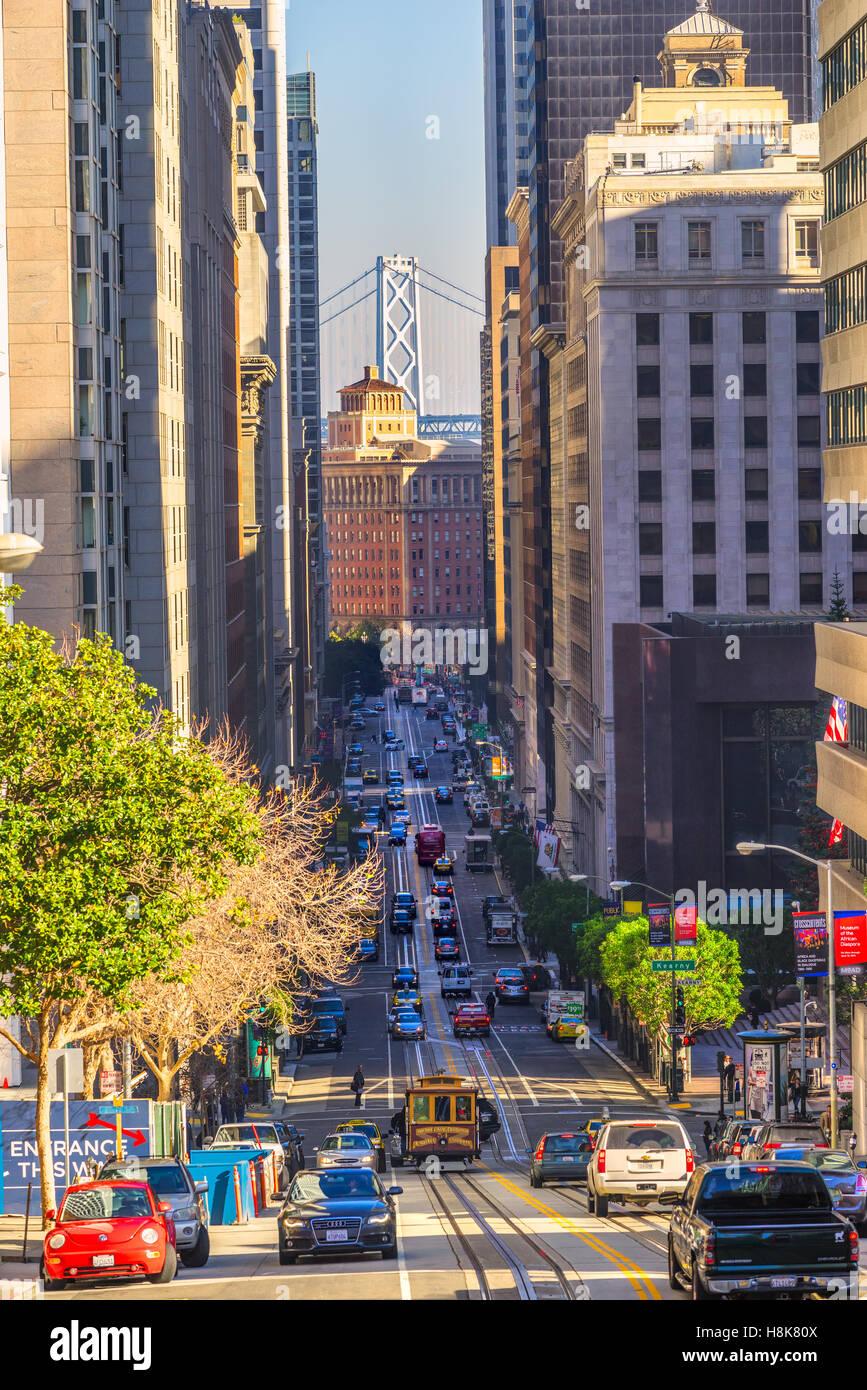 SAN FRANCISCO, Stati Uniti d'America - 16 dicembre: i passeggeri beneficiano di un giro in funivia sul dicembre Immagini Stock