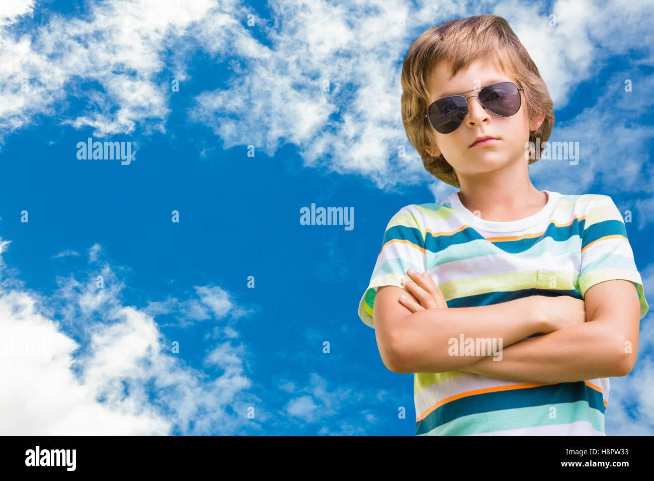 Immagine composita del bambino con occhiali da sole Immagini Stock