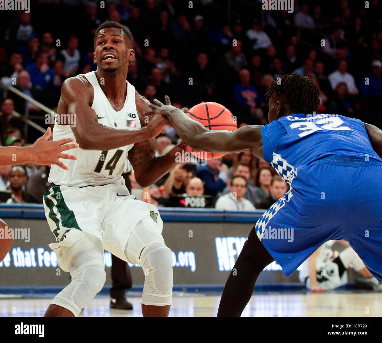 New York, New York, Stati Uniti d'America. Il 23 febbraio, 2016. Kentucky Wildcats avanti Wenyen Gabriel (32) spogliato Foto Stock