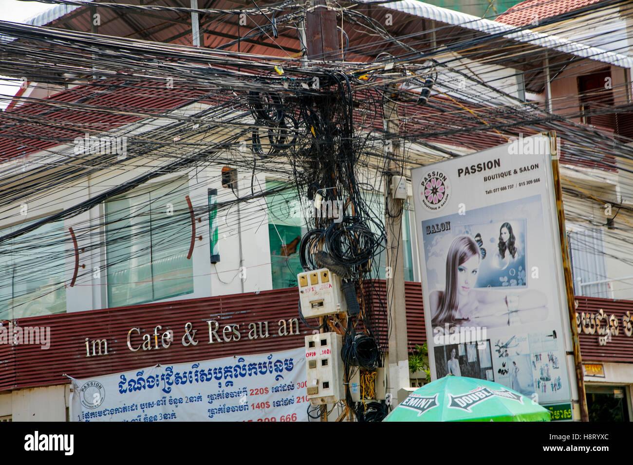Filo di comunicazione accozzaglia di Phnom Penh, Cambogia Immagini Stock