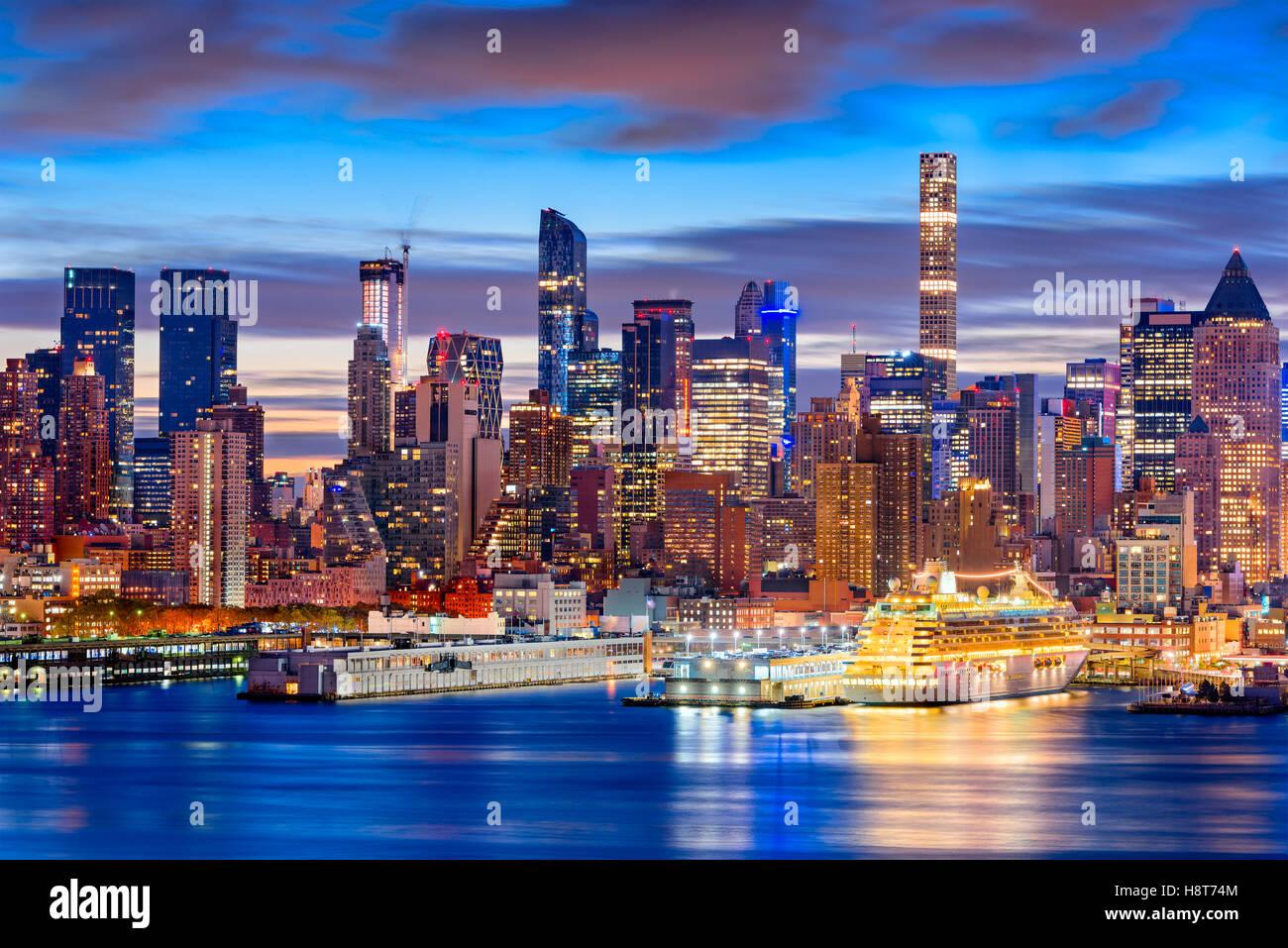 La città di New York skyline di Manhattan all'alba. Immagini Stock