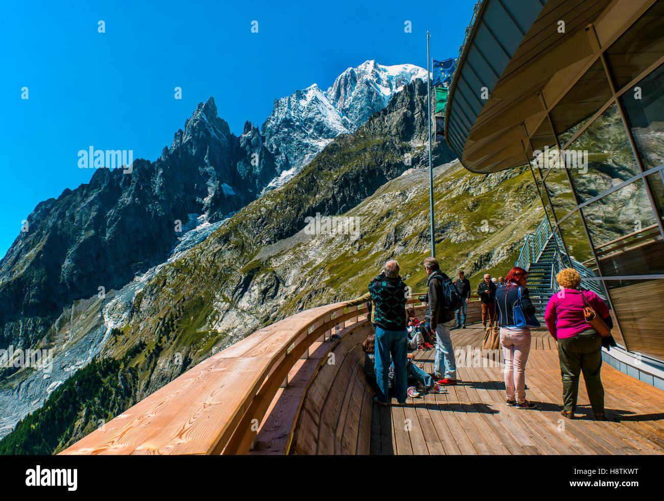 Si Affaccia Sul Massiccio Del Monte Bianco Dalla Terrazza