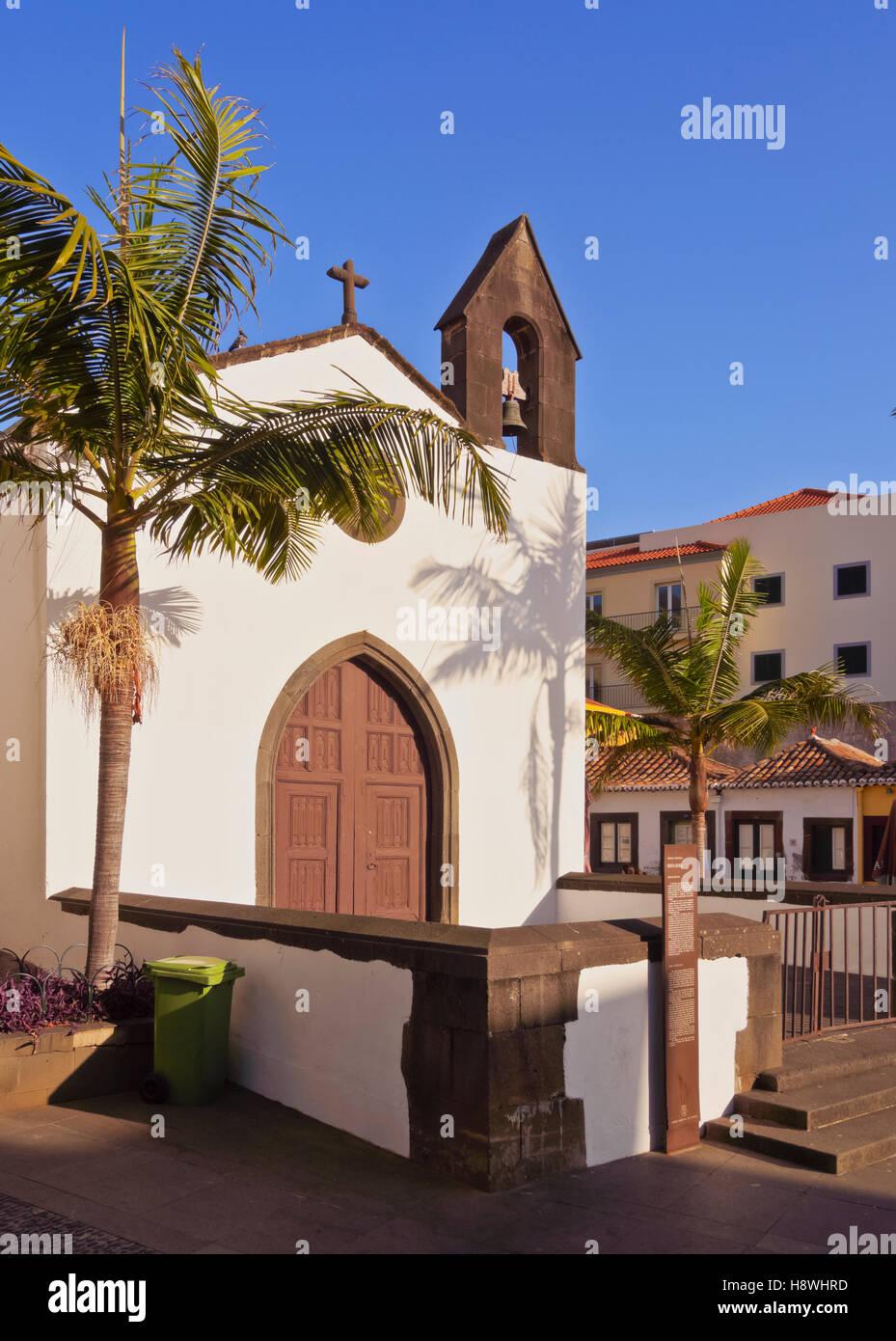 Il Portogallo, Madera, Funchal, la vista della chiesa su Largo do corpo santo. Immagini Stock