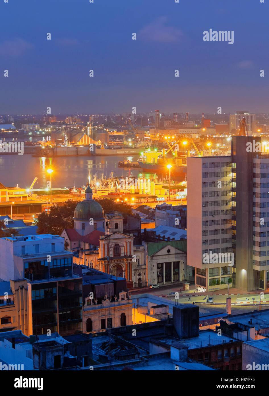 Uruguay, Montevideo, crepuscolo vista verso il porto. Immagini Stock