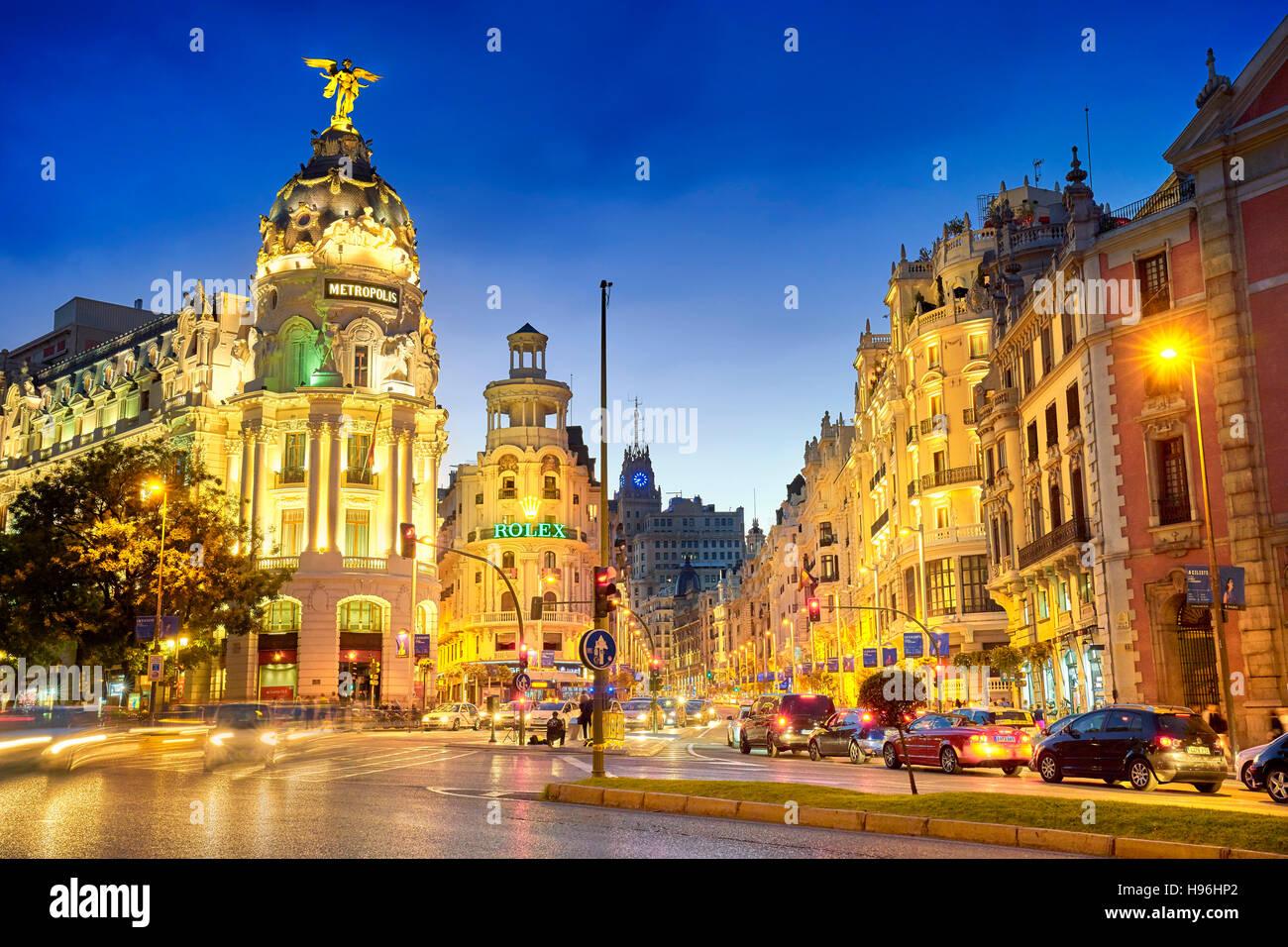 Il Metropolis edificio a sera, Gran Via, Madrid, Spagna Immagini Stock