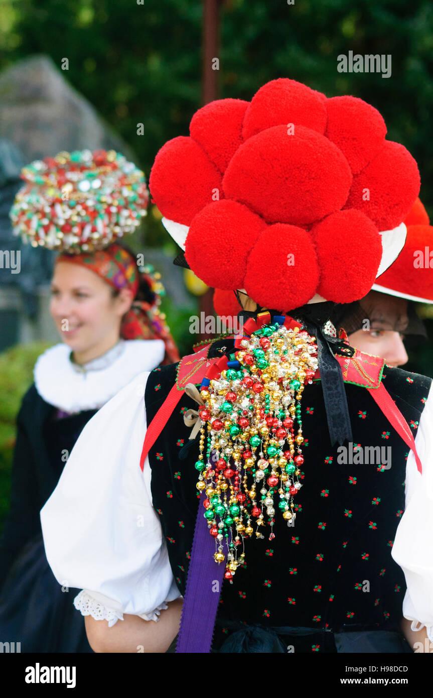 Gutach (Schwarzwaldbahn): le donne con Bollenhut bollen (HAT) o Schäppel coperchio della testa, Schwarzwald, Immagini Stock