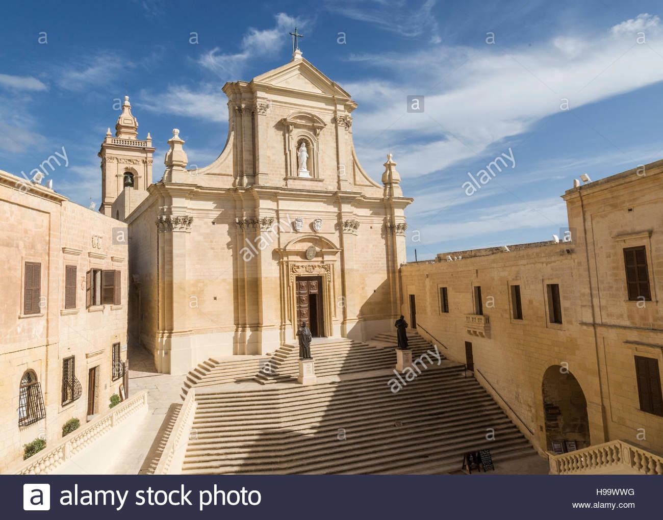 Grand approccio alla Cattedrale all'interno della Cittadella di Victoria a Gozo, Malta Immagini Stock